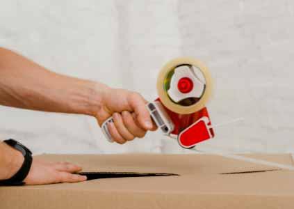 İzmir Yalı nakliyat firmamızın verdiği İzmir Evden Eve Nakliyat hizmeti için kullanılan resimde, ev eşyaları kutular içerisine konulmuş.