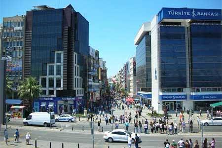 Karşıyaka evden eve nakliyat hizmetimiz için kullanılan görselde, İzmir'in ilçesi olan Karşıyaka şehir merkezi var.