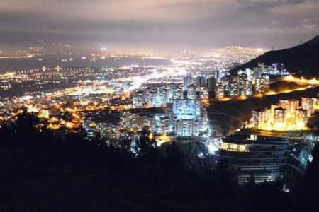 İzmir Evden Eve Nakliyat Hakkında Bilgiler sayfası için kullanılan görselde, İzmir şehrinin gece manzaralı fotoğrafı var.