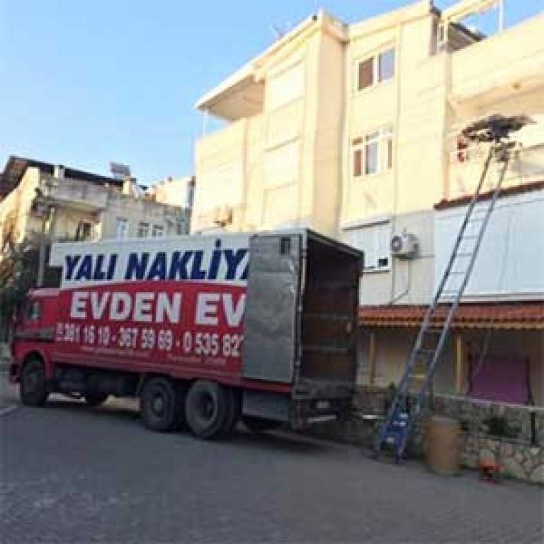 İzmir Asansörlü Nakliyat Resmi - İzmir Yalı Nakliyat.